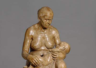 Äiti lapsi polvillaan